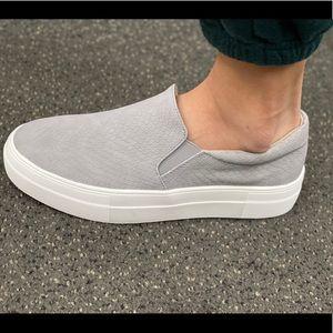 Light grey cobra/Snake texture slip on sneaker